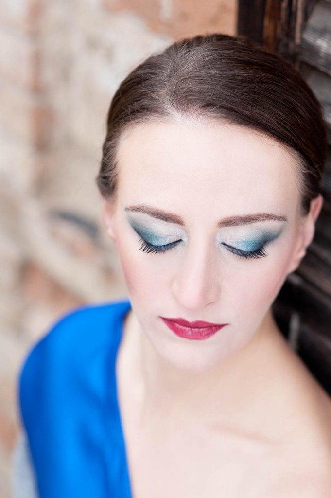 Maquillarse para un Vestido Azul